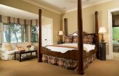 Edward Suite bed and sitting area