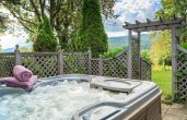 Edward Suite outdoor Jacuzzi