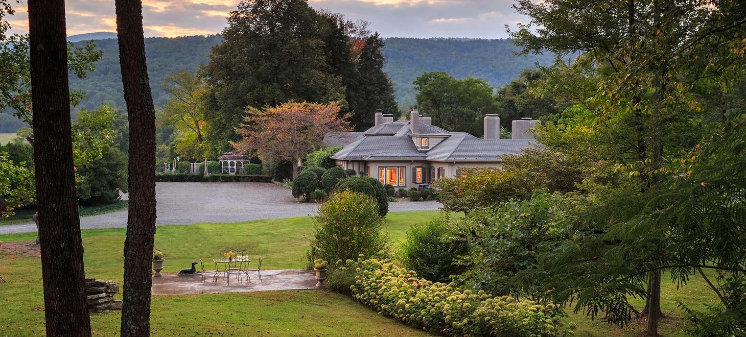Glen Gordon Manor exterior