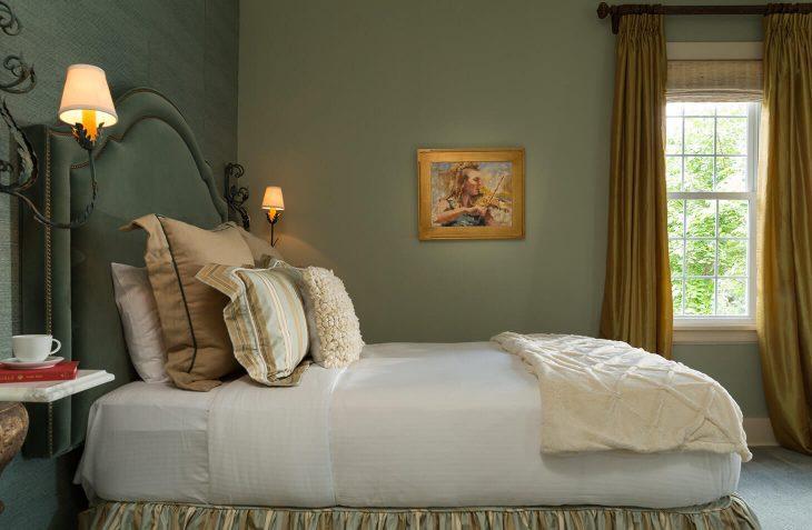 Wallis Suite bed
