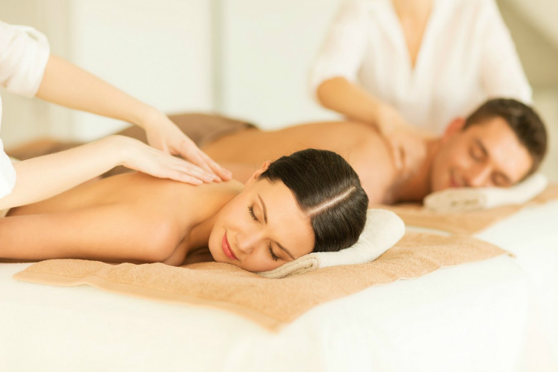 Couples Massage - Romantic Getaways in VA