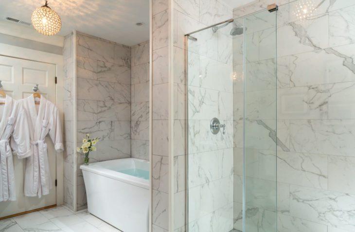 The Fyvie Suite bathroom at Glen Gordon Manor