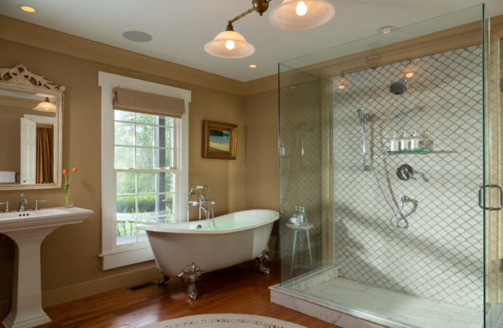 Kenmure Suite bathroom, perfect for romantic getaways in va