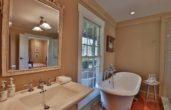 Kenmure Suite bathroom, perfect for romantic getaways in va