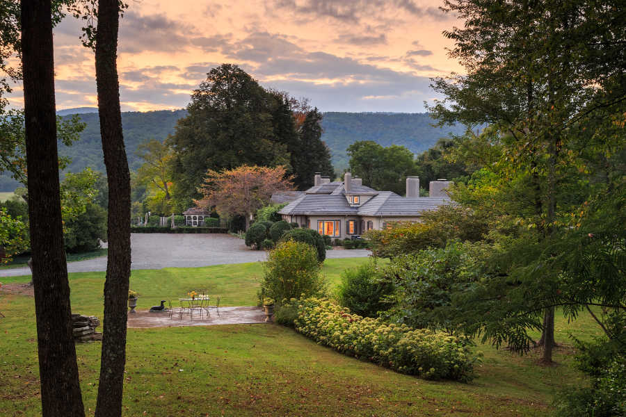 Sunset view of the Glen Gordon Manor, a Virginia Wedding Venue