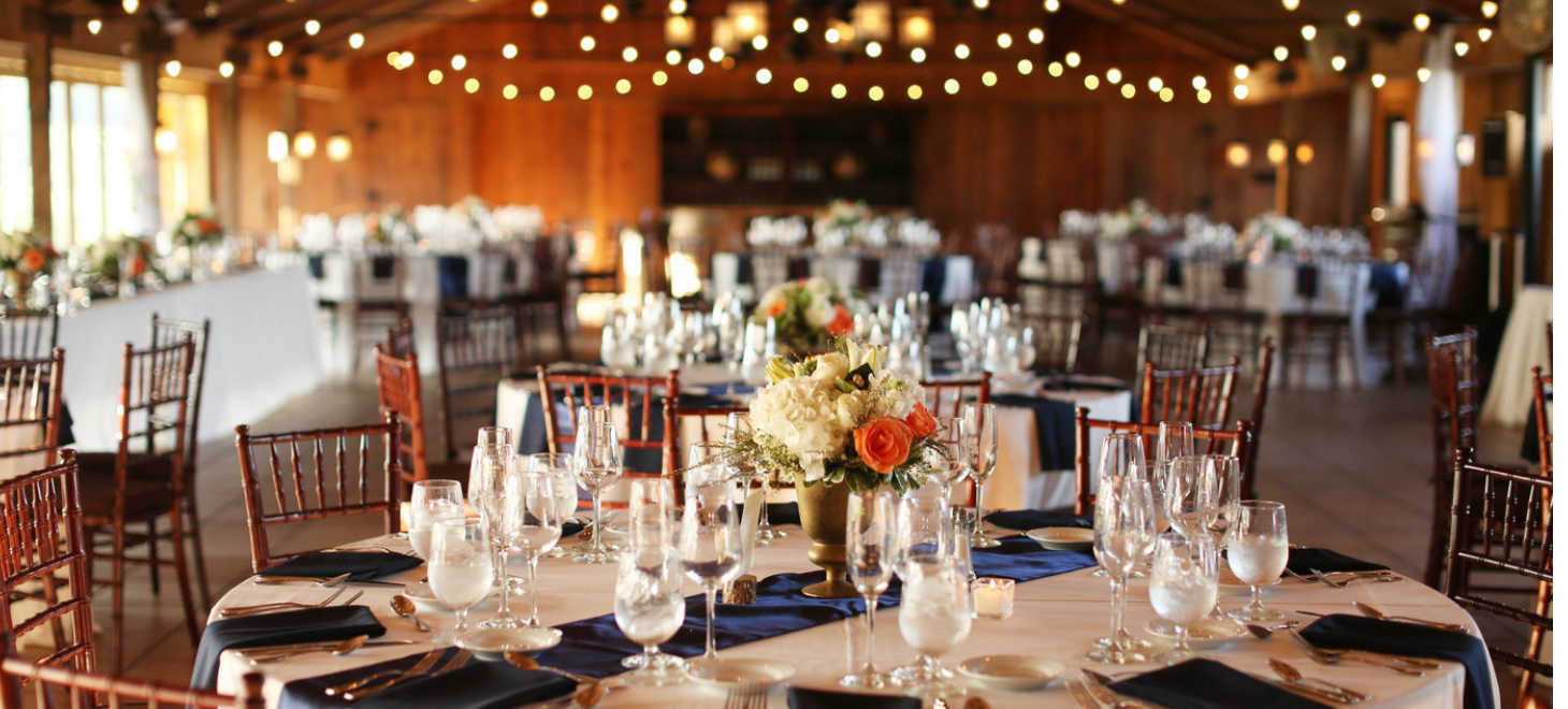 Table setting and background at a Virginia wedding at Glen Gordon Manor