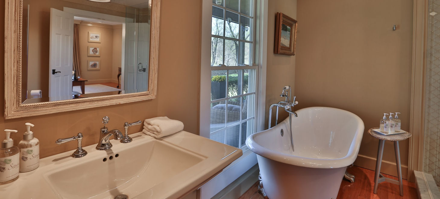 Glen Gordon Manor Bathroom, with tub, sink and window
