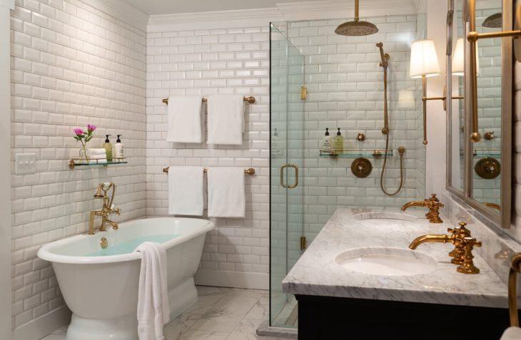 Huntly Suite bathroom tub